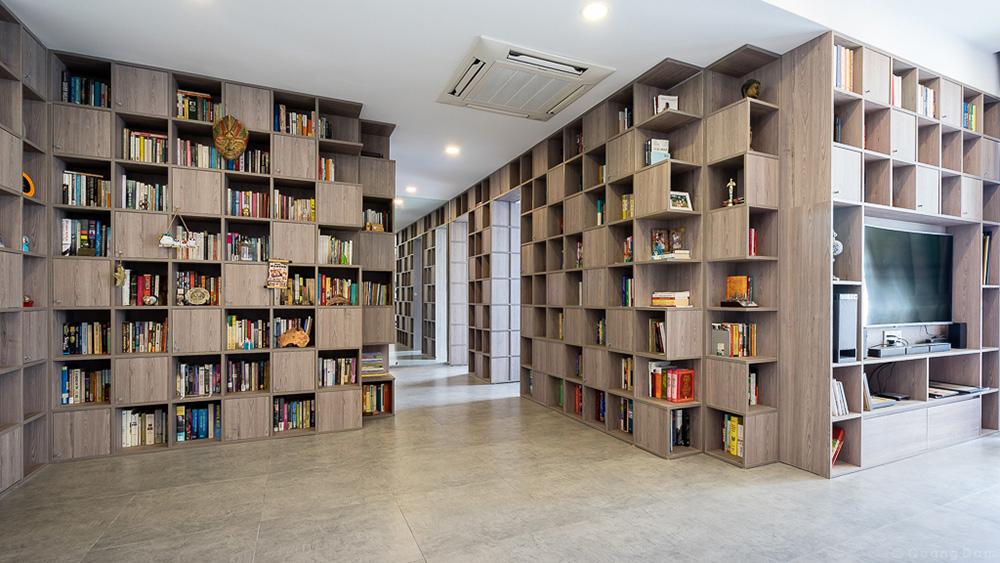 Những bức tường sách khổng lồ trong căn nhà Sài Gòn 110m2 -VnExpress