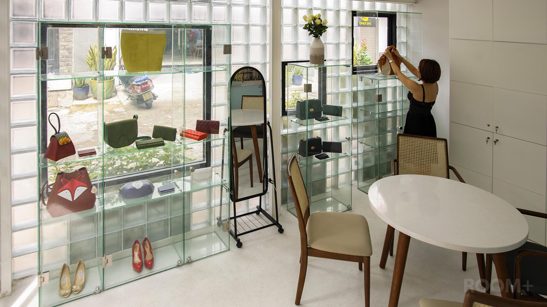 Shop đẹp - Nhà gạch kính - ROOM+