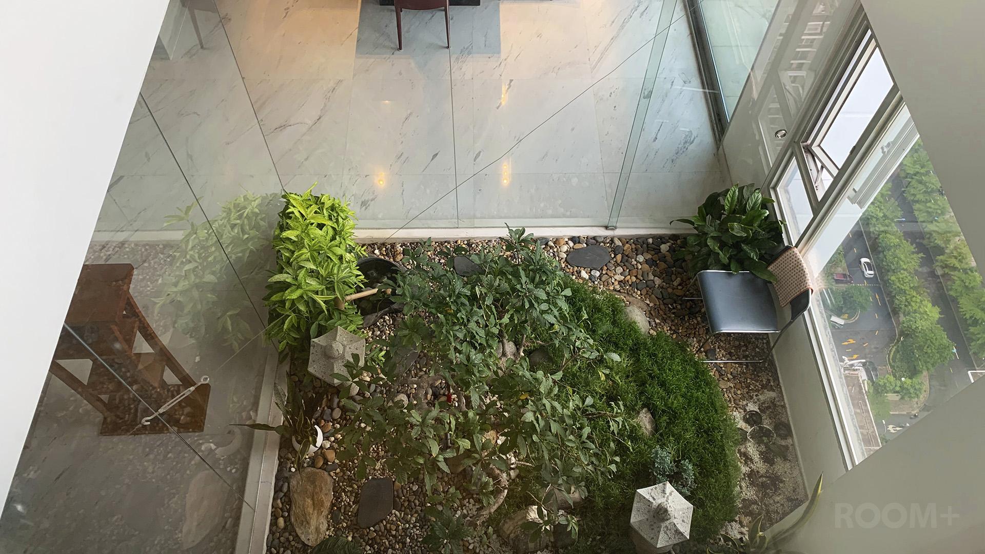 Wood & Stone Penthouse 12